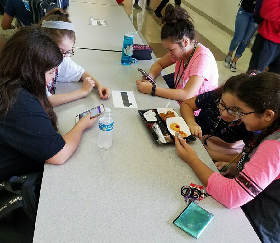 Students use their phones during lunch